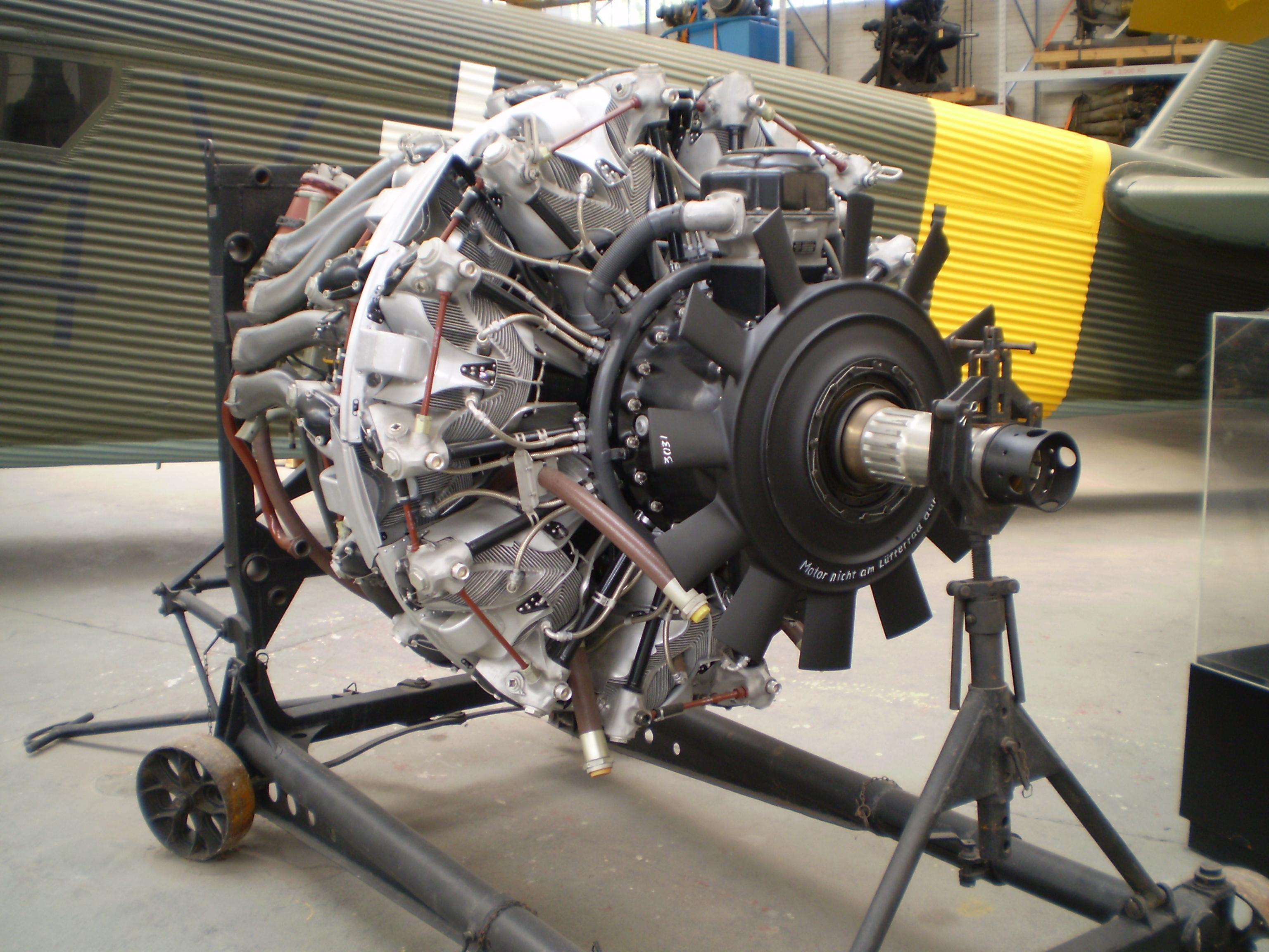 moteur bmw 801 d  londres   maquetland com   le monde de