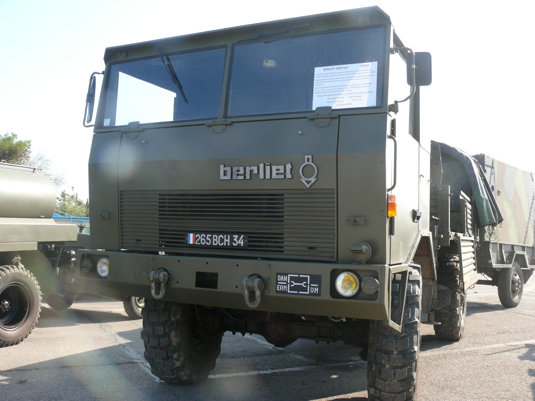 N°21- Berliet GBD 4X4 Camion tactique Militaire 1974 Berliet_gbd_4x4_avant