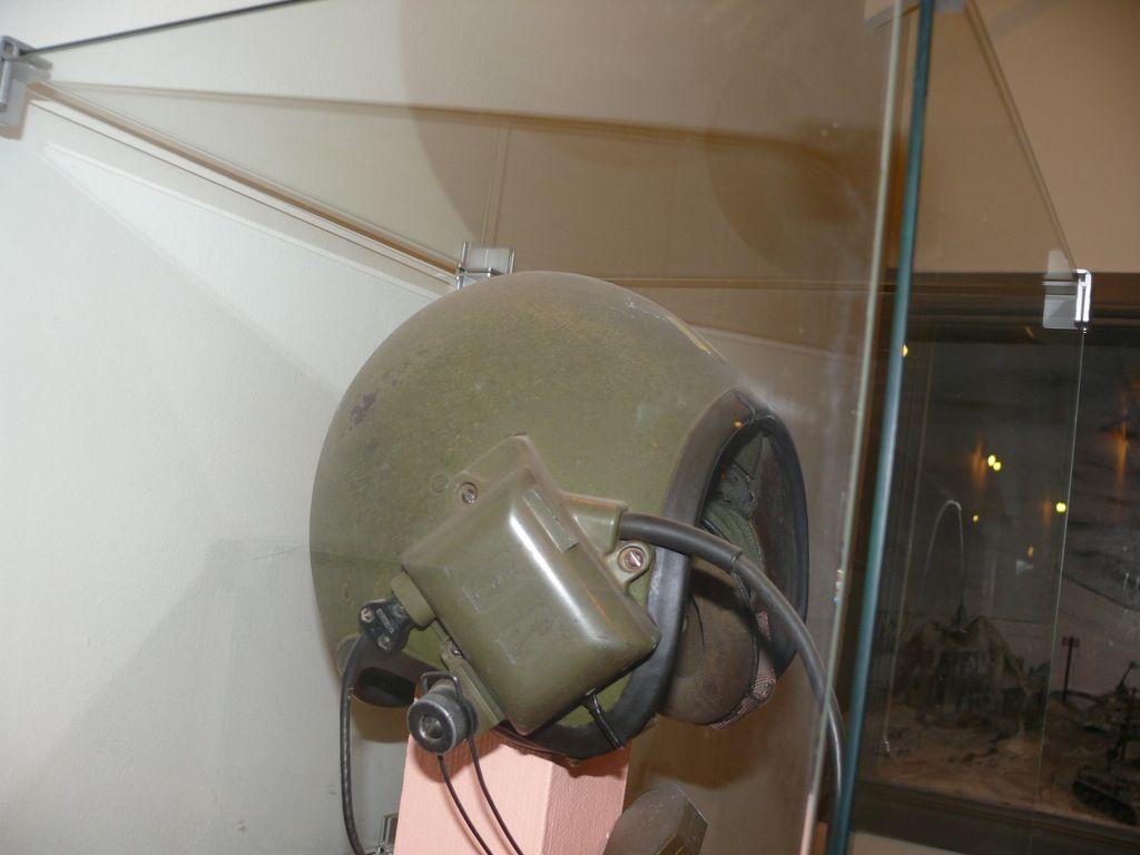 M113 ACAV (tamiya+PE) - Page 2 Usa_cvc_helmet_type56_6_1960_bruxelles_profil_gauche