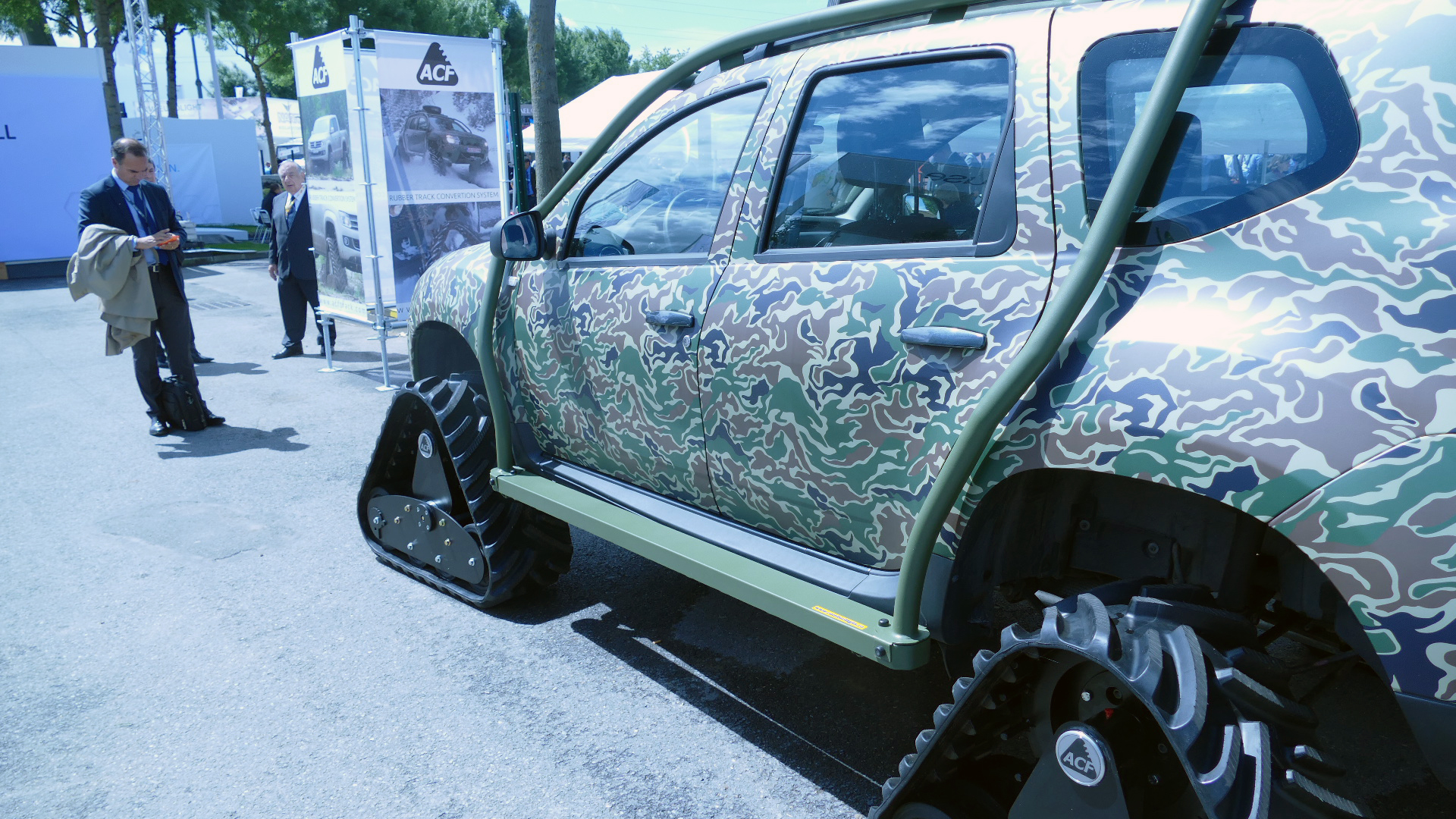 roumanie dacia duster pick up tracked acf eurosatory 2016 le monde de la maquette. Black Bedroom Furniture Sets. Home Design Ideas