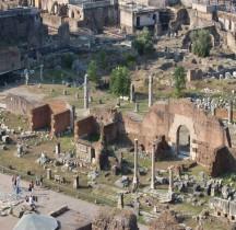 Rome Rione Campitelli Forum Romain Basilique Aemilienne Tabernae