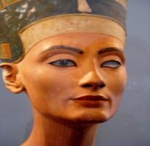 2  Egypte Statuaire Néfertiti Berlin