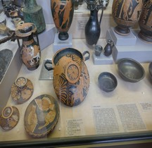 Grande Grèce Apulie Céramique Lekanis St germain en Laye MAN