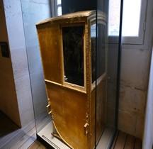 1785 Chaise à Porteur Armes France et Navarre Versailles Grandes Ecuries Musée des Carrosses