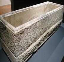 Médieval ( Haut) Sarcophage Presbytre Stefano Comacchio