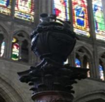 Seine St Denis St Denis Basilique 5.6.1 Tombeau Henri III Urne