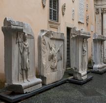 Rome Rione Campo Marzio Temple d' Hadrien Reliefs Musée Capitole