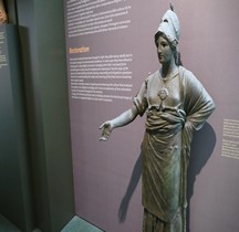 6 Statuaire Etrurie Minerva d' Arezzo  Copie Florence Musée Archéologique