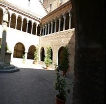 Bologna Basilica Santo Stefano  Cloître