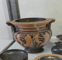 Etrurie Céramique Cratère Colonettes Satyres Menades Ferrare