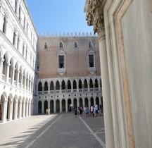 Venise Palazzo Ducale Cortile et le Logge