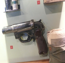 Leuchtpistole 42  Bayeux