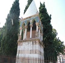 Bologna Basilica San Francesco Sepolcro dei Glossari Tomba di Rolandino dei Romanzi