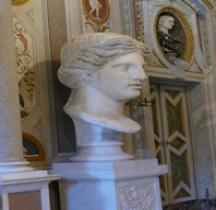 Rome.02 Tête Colossale Statue Féminine Rome Villa Borghèse