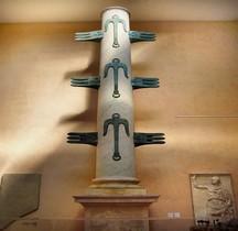 Rome Rione Campitelli Forum Romain Colonne Rostrale de Caius Dulius Replique Musée EUR Rome