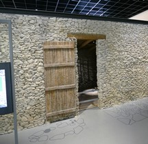 Gard Nages Oppidum des Castels Maison Reconstitution Nimes