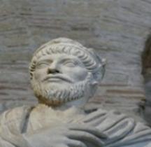 Statuaire Rome Prêtre de Serapis Julien Apostat Paris Cluny