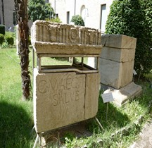 Rome Monument Funéraire Tombe de Caius Maeci  Rimini