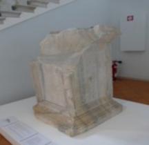 Pouvoir Epigraphie Base Autel Voltinius Saloninus Comacchio