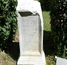 Pouvoir Epigraphie Stele  honneur Cneus Aquilius Romanus Eusebius Rimini