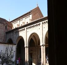 Bologna Basilica Santo Stefano  Cortile Pilato