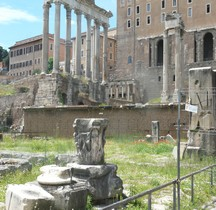 Rome Rione Campitelli Forum Romain Rostres Impériales