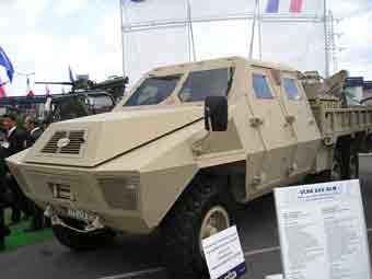 ACMAT TPK 650 BLG Eurosatory 2004