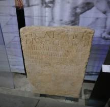 Pouvoir Epigraphie Stèle  Remerciement Accés Thermes de Nimes pour les légionnaires Pont du Gard