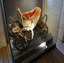 1785 Calèche du Dauphin  Versailles Grandes Ecuries Musée des Carrosses