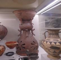 Etrurie Céramique Holmos et Hypocraterium Cerveteri Rome MNE