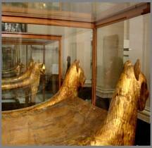 Egypte Trésor de Toutânkhamon Les lits Funeraires
