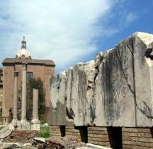 Rome Rione Campitelli Forum Romain Porticus Lucius et Gaius
