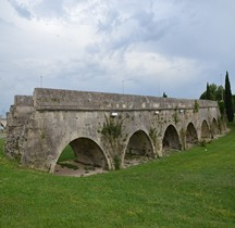 Bouches du Rhone Arles Aqueduc du Pont de Crau