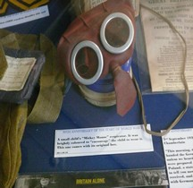 2°GM  1939 Mickey Mouse Respirator  Londres