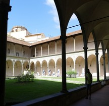 Florence Basilica di Santa Croce Interieur les Cloitres