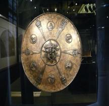 1550 Rondache à mascaron, termes et bustes d'empereursLes Invalides