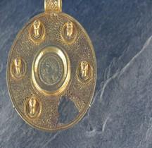Rome 2-3 Bas Empire Médaillon avec une monnaie de Constantin Louvre