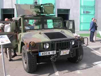 Humvee M242 Bushmaster Eurosatory 2004