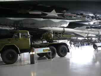 Missile Sol Air SA 2 Guideline S75 Dvina Tracteur Zil 131V Duxford